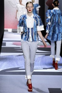 Viktor and Rolf PFW Runway Julia Nobis