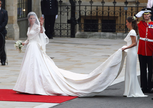 kate middleton and grace kelly wedding dress. Kate Middleton: Royal Wedding