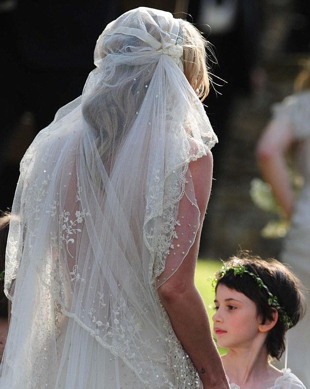 Kate moss wedding dress lela london travel food fashion kate moss wedding dress junglespirit Gallery