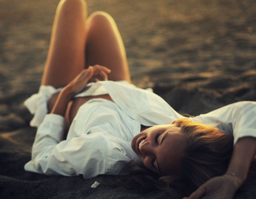 lie on beach