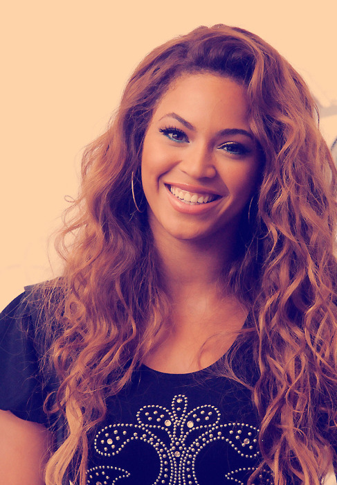 Beyonce Knowles Helps The Houston Food Bank