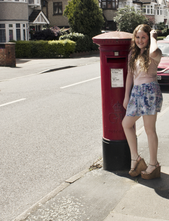 hot summer outfit post box