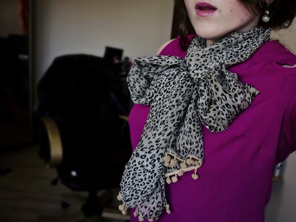 tie scarf bow