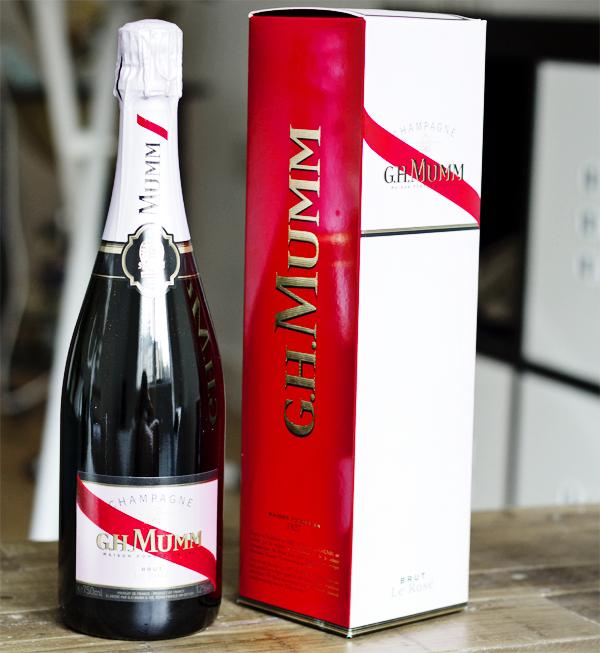 red velvet champagne sundae